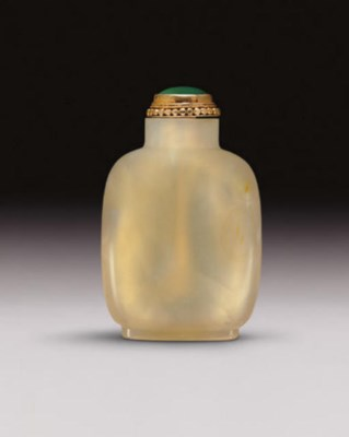 **AN AGATE SNUFF BOTTLE