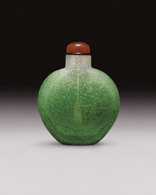 **A BUBBLE-SUFFUSED GREEN OVERLAY ON COLORLESS GLASS SNUFF BOTTLE