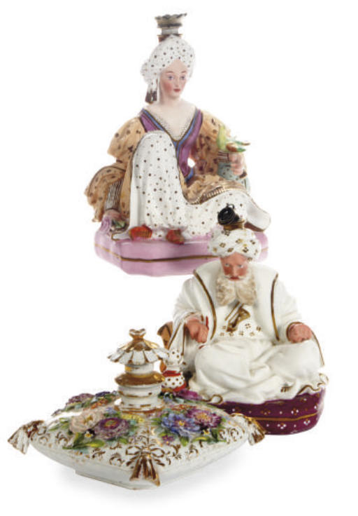 A PAIR OF FRENCH PORCELAIN SCE