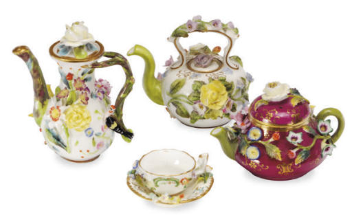 A GROUP OF ENGLISH PORCELAIN F