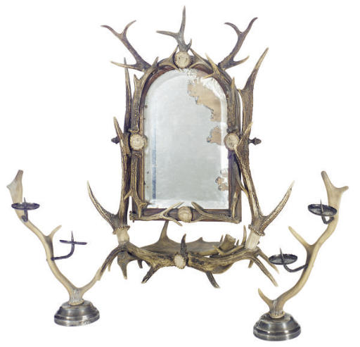 AN ANTLER-FOMED DRESSING TABLE
