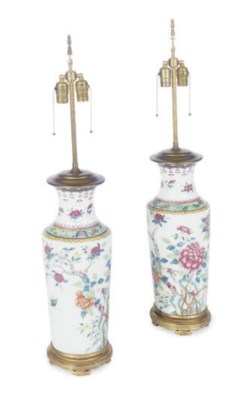 A PAIR OF PORCELAIN VASES MOUN