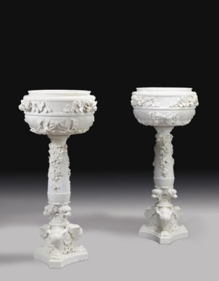 A PAIR OF CARVED MARBLE JARDIN