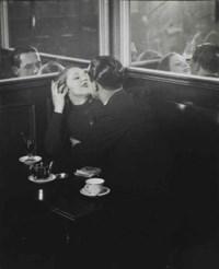 Couple d'amoureux dans un petit café, quartier Italie, c. 1932
