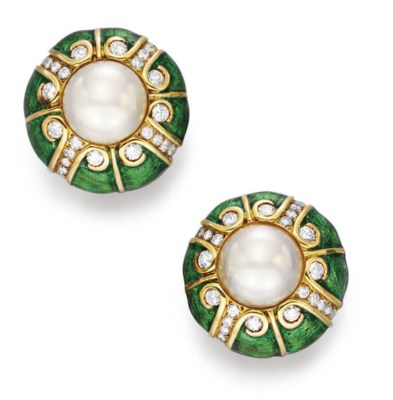 A PAIR OF MABE PEARL, ENAMEL A