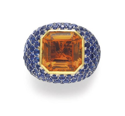 A CITRINE AND SAPPHIRE RING