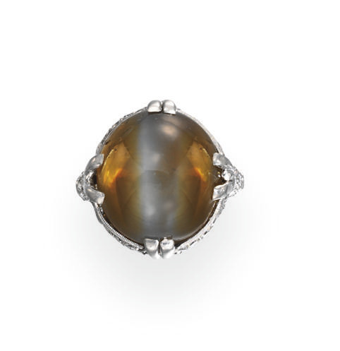AN ART DECO CAT'S EYE CHRYSOBE