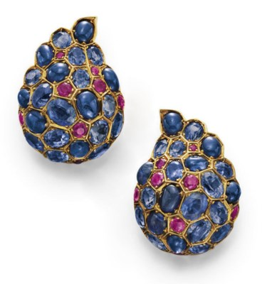 A PAIR OF SAPPHIRE AND RUBY EA