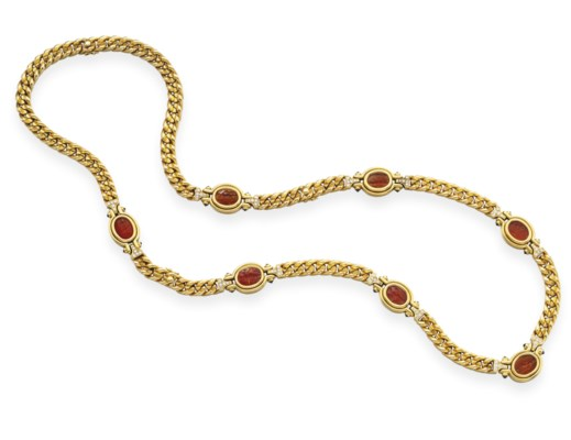 AN INTAGLIO AND GOLD NECKLACE,