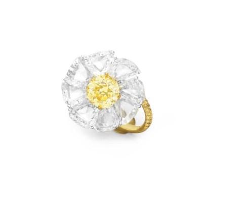 AN ELEGANT COLORED DIAMOND FLO