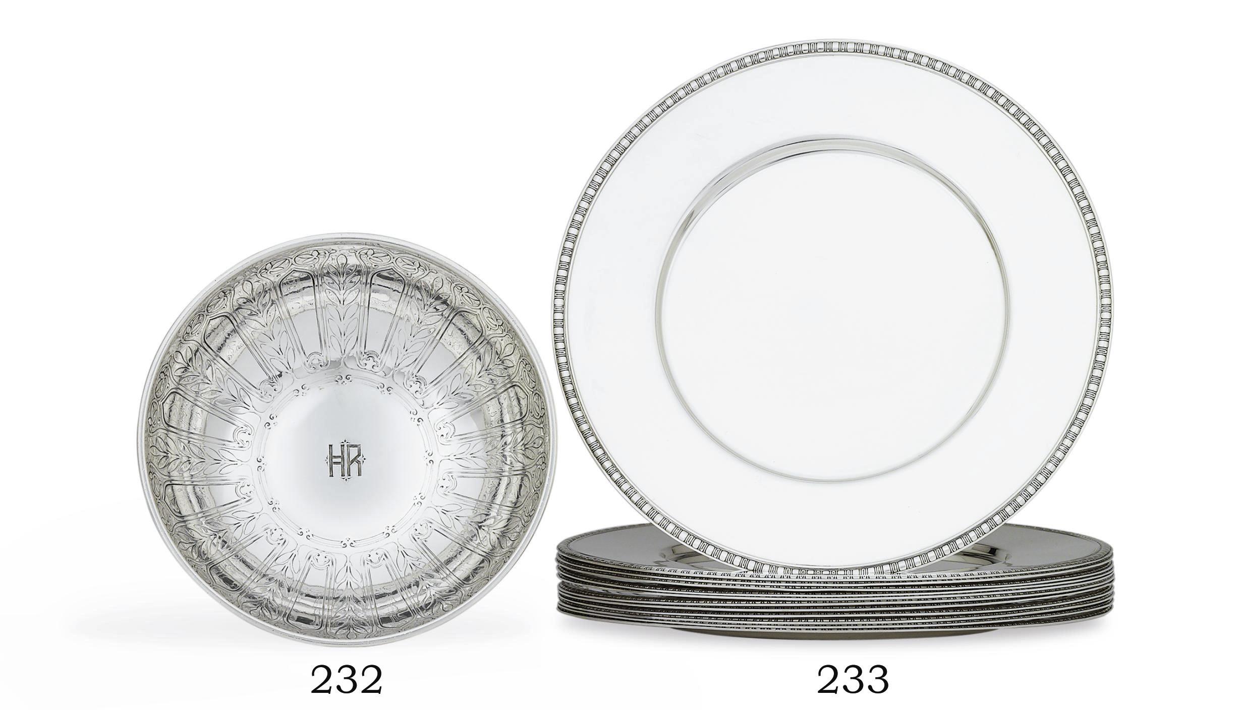 A SET OF TWELVE AMERICAN SILVER DINNER PLATES