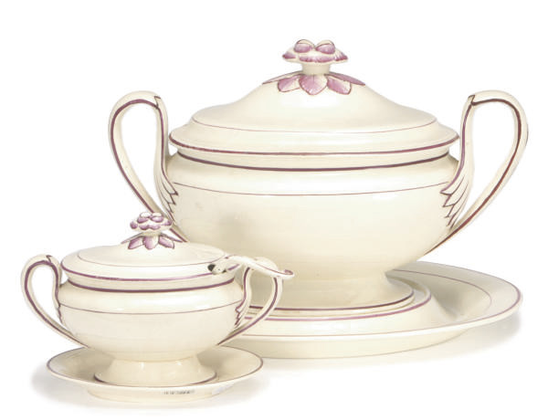 AN ENGLISH CREAMWARE PART DINNER SERVICE,