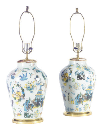 A PAIR OF CHINOISERIE-DECORATE