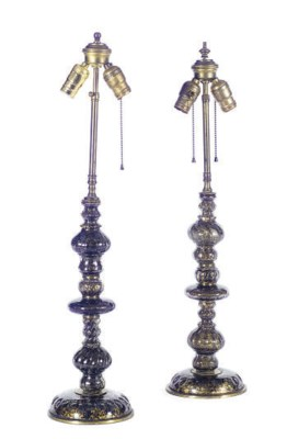A PAIR OF GLASS TABLE LAMPS,