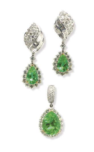 A SET OF EMERALD, DIAMOND AND