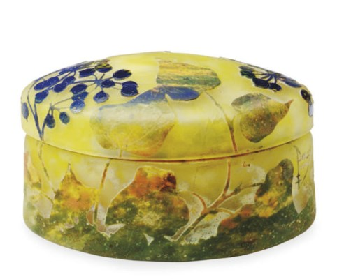 A FRENCH CAMEO GLASS BOX AND A