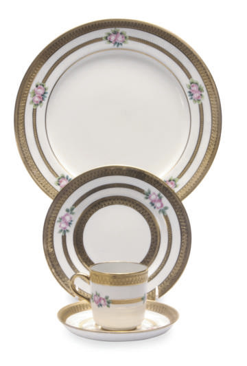 AN ENGLISH PART DINNER SERVICE
