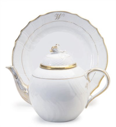 A HUNGARIAN PORCELAIN OZIER-MO