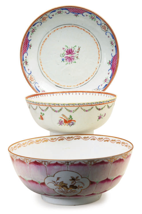 TWO CHINESE EXPORT PORCELAIN B