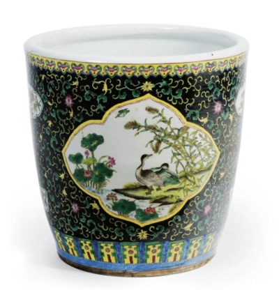 A CHINESE PORCELAIN FAMILLE NO