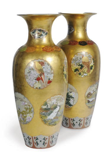 A PAIR OF LARGE JAPANESE GILT-