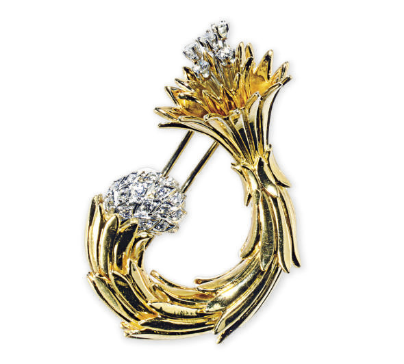 AN 18K GOLD AND DIAMOND BROOCH