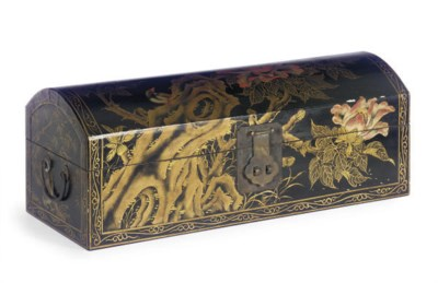 A CHINESE LACQUERED BOX,