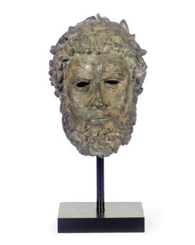 A PATINATED BRONZE ROMAN FIGUR