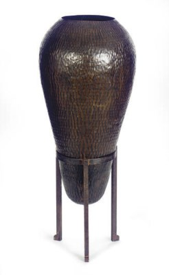 A TEXTURED COPPER OVOID-FORM V