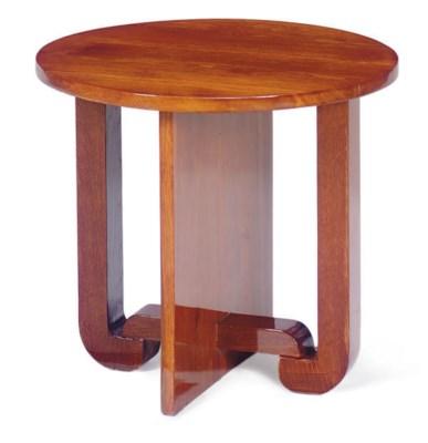 AN OAK SIDE TABLE,