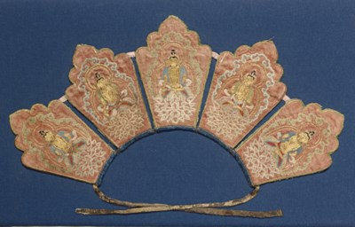 An embroidered foliate crown w