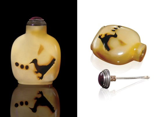 **A CARVED SILHOUETTE AGATE SN