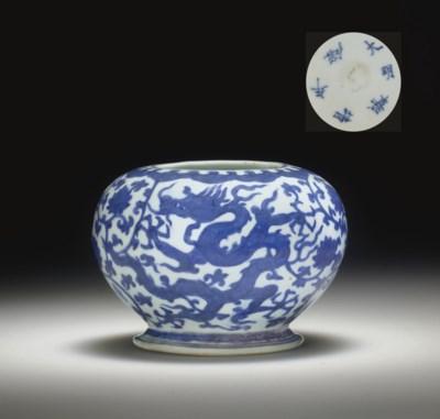 A RARE BLUE AND WHITE GLOBULAR