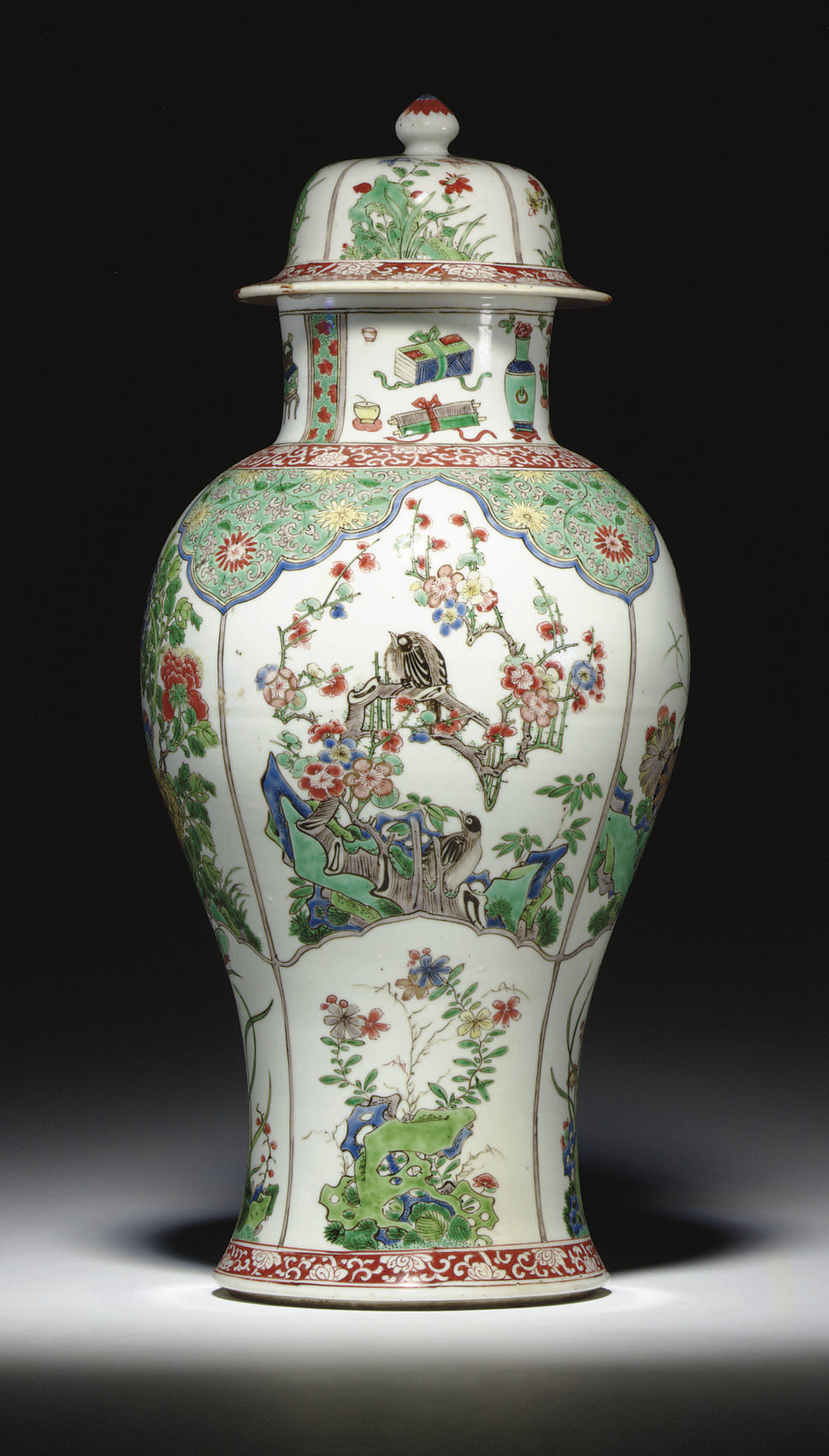 A LARGE FAMILLE VERTE BALUSTER JAR AND COVER