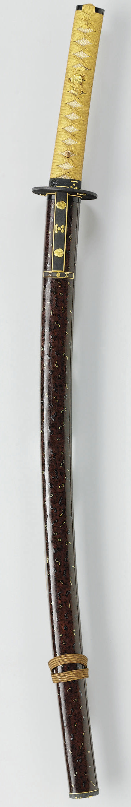 A Brown-Lacquer Koshirae with Crests of the Mori Family