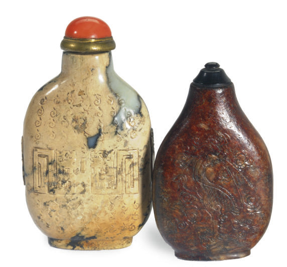 TWO CHINESE JADE SNUFF BOTTLE,