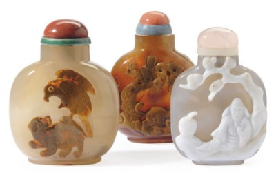 THREE CHINESE CAMEO AGATE SNUF