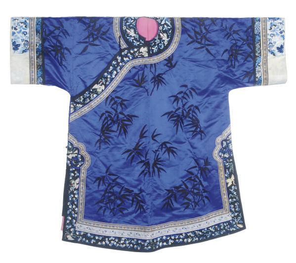 AN EMBROIDERED BLUE SILK WOMAN