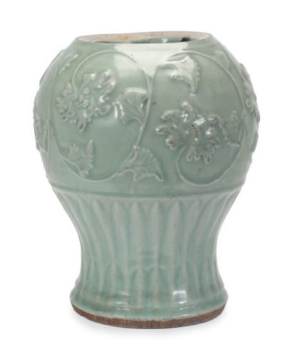 A CHINESE PORCELAIN LONGQUAN C