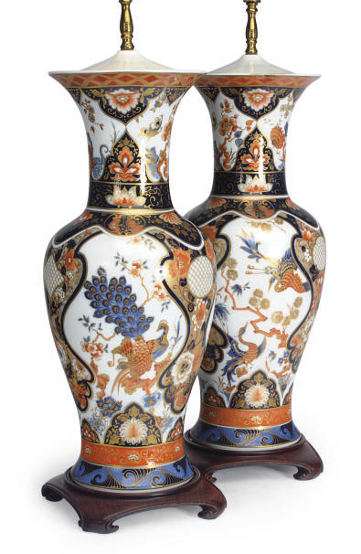 A PAIR OF LARGE IMARI PORCELAI