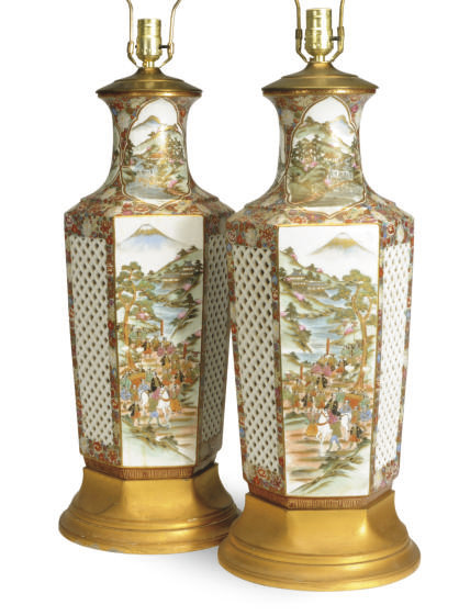 A PAIR OF JAPANESE PORCELAIN R