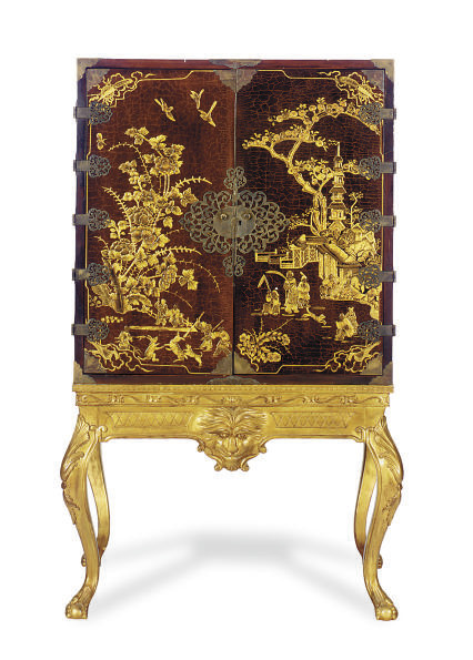 A BROWN AND GILT-LACQUERED AND