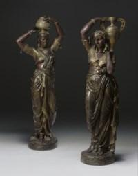 Torchères femme indienne portant un vase sur épaul gauche; femme indienne portant un vase sur la tête