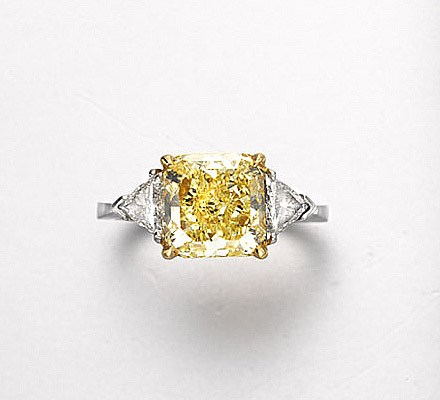 A COLORED DIAMOND RING, BY SAB