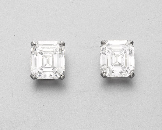 A Pair Of Diamond Ear Studs B