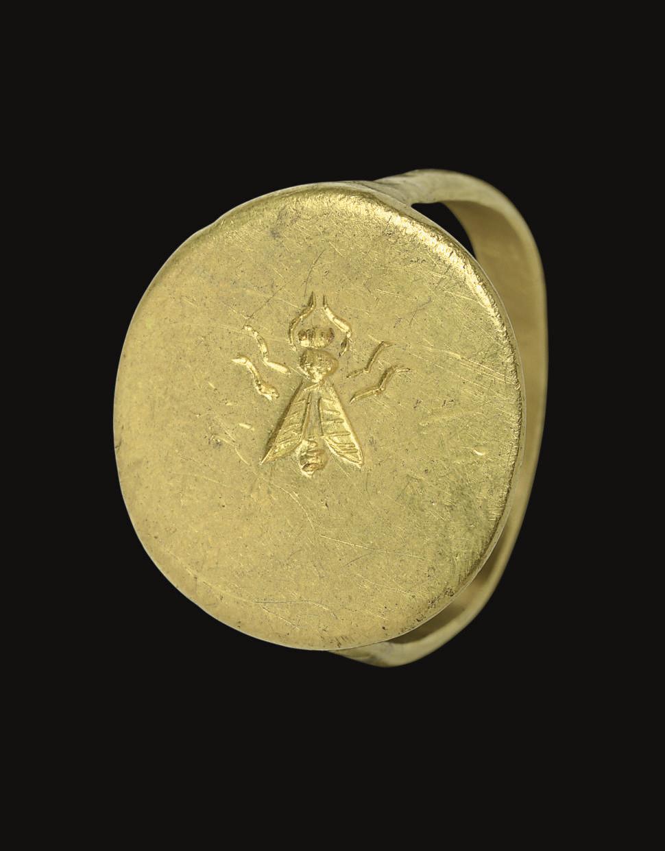 A GREEK GOLD FINGER RING