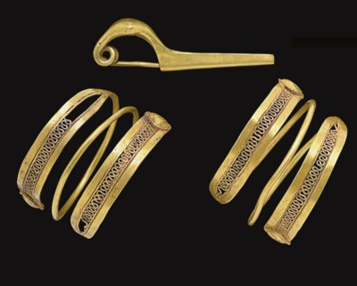 A PAIR OF ETRUSCAN GOLD HAIR C