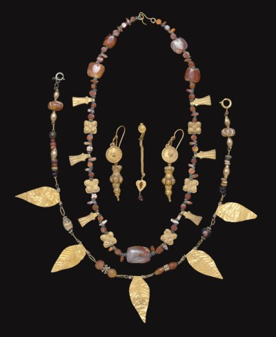 A GROUP OF ROMAN GOLD JEWELRY