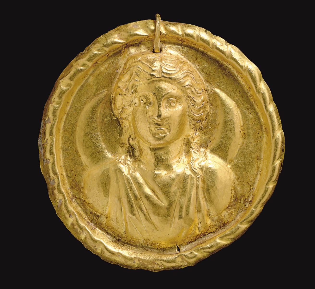 A ROMAN GOLD MEDALLION OF LUNA