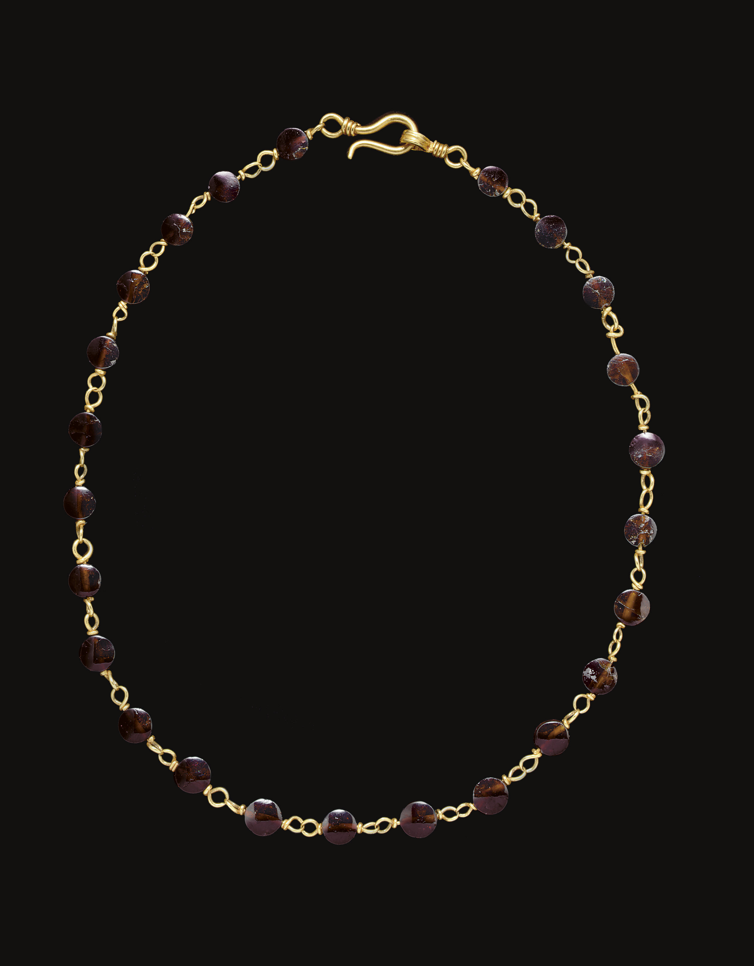 A ROMAN GOLD AND GARNET NECKLACE
